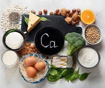 Kalcium finns i ost, mjölk, nötter med mera